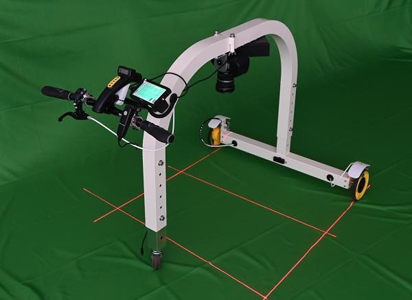 AR機能で点検エリアを把握!床面ひび割れ検知ロボット「Floor Doctor」