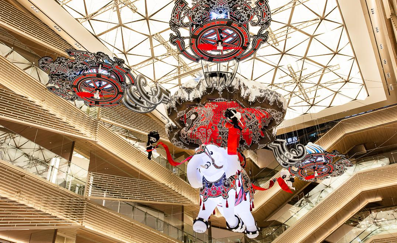巨大なゾウが空を飛ぶ!GINZA SIXが世界に誇る「体験」型アートとは