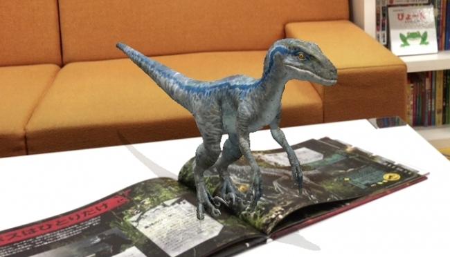 大迫力の恐竜が目の前に!「ジュラシック・ワールド」公式絵本で映画が倍楽しめる