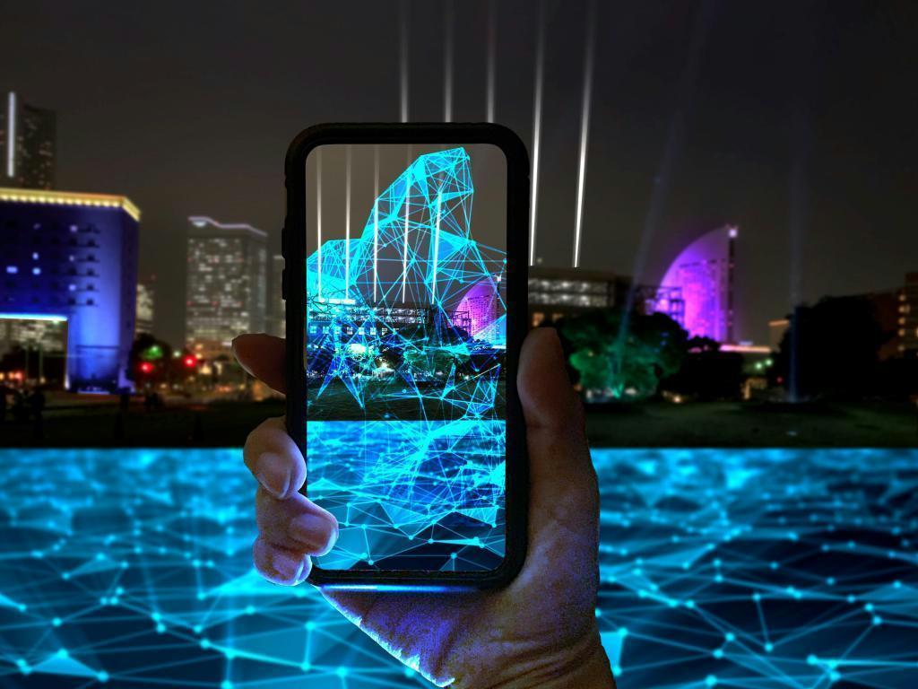 プロジェクションマッピングとWebARを組み合わせた新しい試みで横浜が音と光で盛り上がる
